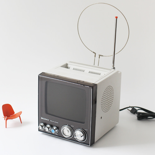 vintage SONY tv (WHITE)